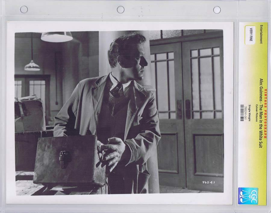 THE MAN IN THE WHITE SUIT Vintage Movie Still ALEC GUINNESS CGC Graded
